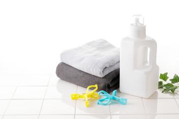 Foto op Aluminium Spa 洗濯 Detergent bottle on white tile