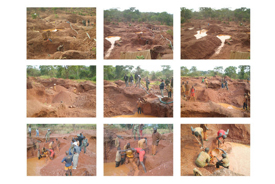 Mining of Coltan  in Congo jungle - Africa