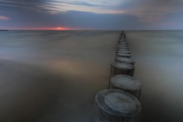 Obraz falochron Morze Bałtyckie - długi czas - fototapety do salonu