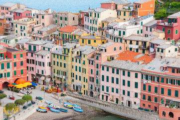 Fototapete - Colorful residential house in Vernazza, Cinque Terre, Italy