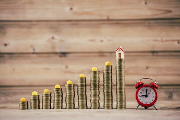 Savings, increasing columns of coins