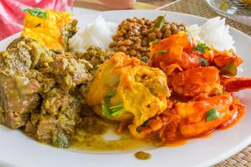 assiette créole, cuisine réunionnaise typique