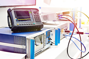 Digital oscilloscope and spectrum analyzer