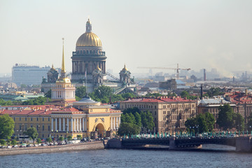 Panorama of Saint Petersburg including Admiralty building and Saint Isaac`s Cathedral Fototapete