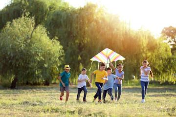 Children flying kite on summer day Fototapete
