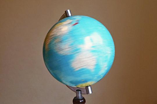 地球儀を回す