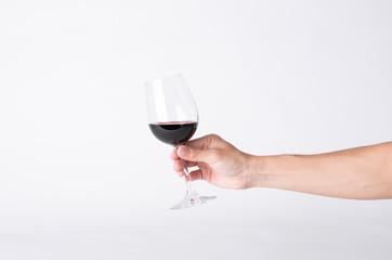 Photo sur Plexiglas Vin Man hand holding a wine glass on a gray background.