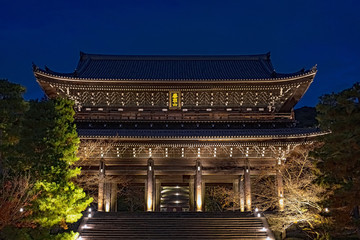 Poster de jardin Kyoto 京都 ライトアップした知恩院三門の秋景色