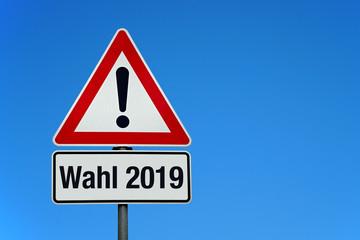 Wahl 2019 mit Achtung Schild