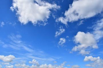 快晴の空と雲