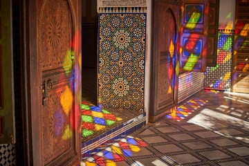 Papiers peints Maroc Beutifuly decorated walls and floors with the traditional Morroccan mosaic. Bahia Palace, Marrakesh, Morrocco.