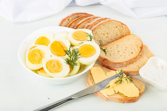 Boiled eggs with bread, butter and dill.