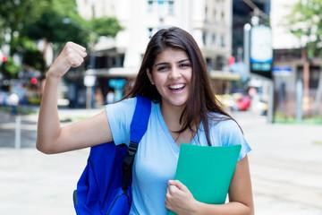 Türkische Studentin hat ihre Prüfung bestanden