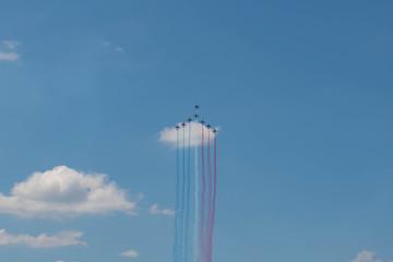 Défilé militaire avion fête nationale