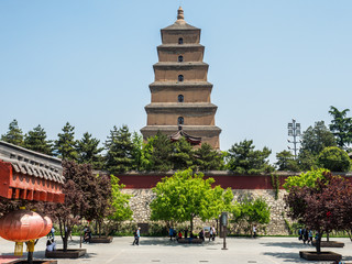 Giant wild goose Pagoda of Xian (China)  with the park in the front. Fototapete
