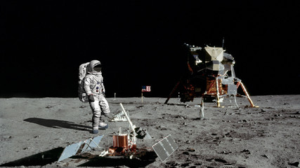 Foto auf AluDibond Nasa 3D rendering. Astronaut walking on the moon. CG Animation. Elements of this image furnished by NASA.