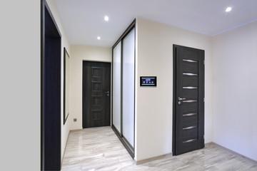 Fototapeta Inteligentny dom, panel sterowania w korytarzu.