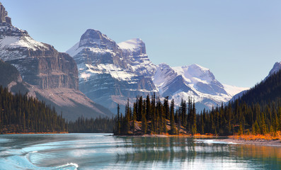 Panoramic view of Maligne lake in Jasper national park