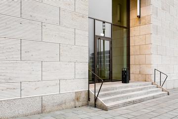 Treppe zum Hauseingang Tür mit Glaseinsatz