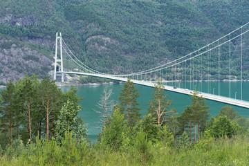 Hängebrücke über den Hardangerfjord in Norwegen