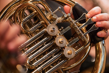 Photo sur Aluminium Musique french horn during a classical concert music, close-up.