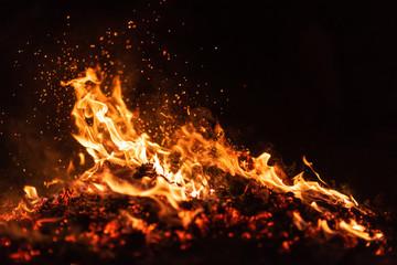 Photo sur Plexiglas Feu, Flamme fire flames with sparks on black background