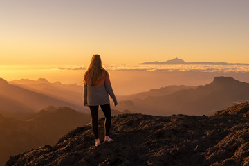 Happy woman standing and enjoying life at sunset in mountains - gran canaria, spain Fototapete