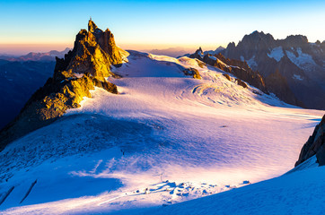 Foto auf Leinwand Rosa hell Aiguille du Midi mountain ridge sunrise view.