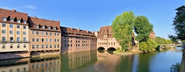 Wall Mural - Altstadt Nürnberg - Heilig Geist Spital mit Pegnitz