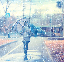 young woman umbrella autumn / autumn trendy look, model with umbrella, rainy cold weather