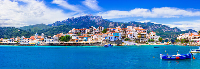 Fototapete - travel in Greece. Samos island - picturesque traditional fishing village Kokkari.