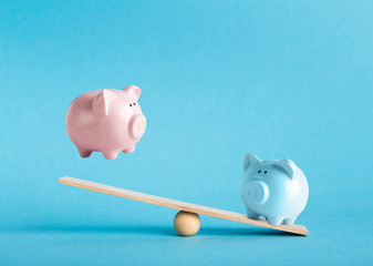 Comparison of two variants of investing money with piggy banks - fototapety na wymiar