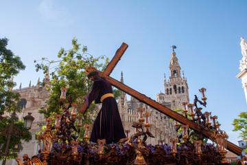 Fototapete - estación de penitencia de nuestro Padre Jesús de la Humildad de la hermandad del cerro del águila, semana santa de Sevilla