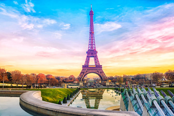 Eiffel Tower at sunset in Paris, France. Romantic travel background Fototapete