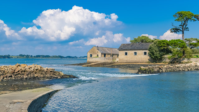 Berder island, in Brittany, in the Morbihan gulf, path covered by the sea at rising tide