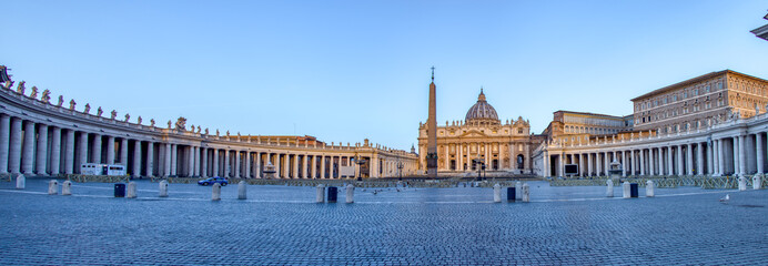 Panoramic of St. Peter's Square in Vatican City at dawn - Rome, Italy. Fototapete