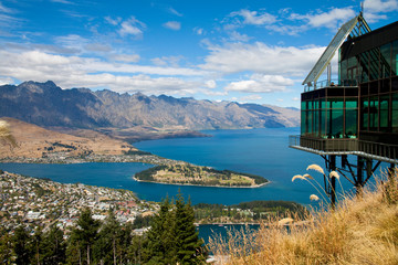 Aluminium Prints New Zealand View of Queenstown and Lake Wakatipu, New Zealand, from the lookout above the popular tourist town.