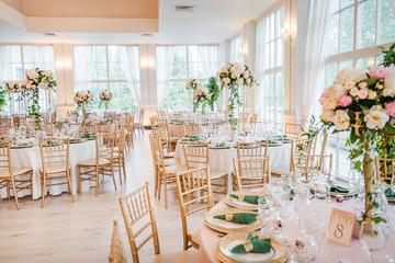 Obraz Luxury wedding table decoration. Special event table set up. Fresh flower decoration. - fototapety do salonu