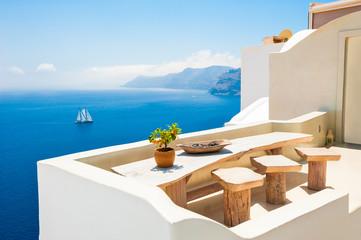 Foto auf Acrylglas Santorini White architecture on Santorini island, Greece. Beautiful sea view. Famous travel destination