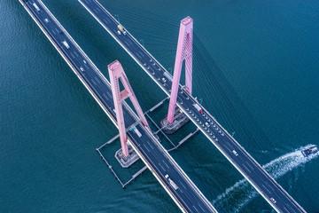 海にかかる橋 空撮