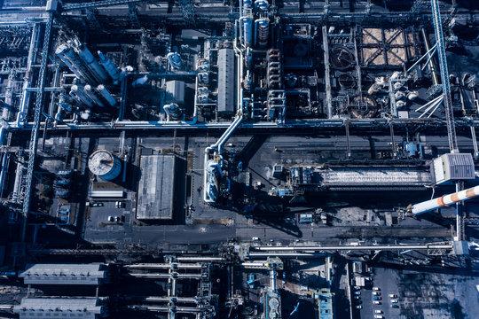 配管の入り組んだ工場 航空写真