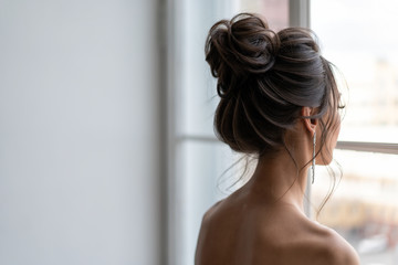 Tuinposter Kapsalon Hair do with an elegant bridal hair accessorie. wedding hairstyle for girls