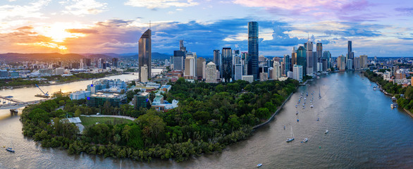 Fotobehang Kangoeroe Panorama of Brisbane skyline at sunset