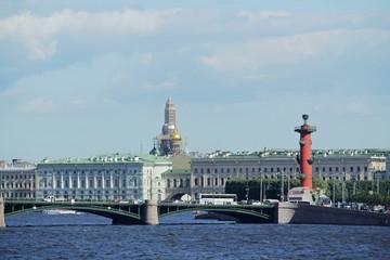 Foto op Aluminium Krakau The panorama of embankments and Winter Palace in Saint-Petersburg, Russia
