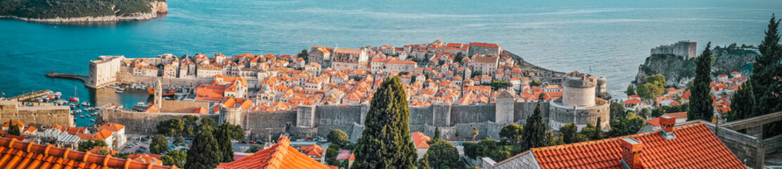 Panorama de la vieille ville fortifiée de Dubrovnik en Croatie