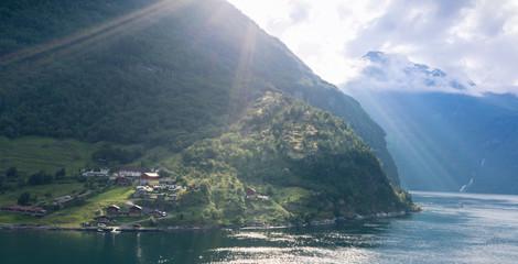 Sonnenuntergang im Geirangerfjord, Norwegen