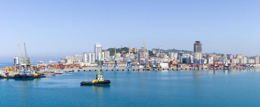 Panorama du port de Durrës en Albanie