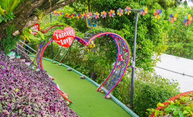 Heart-shaped arches are held in the garden for couples to take pictures.