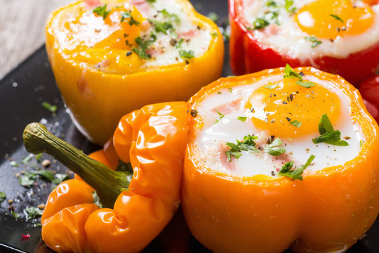 Baked pepper stuffed with bacon and eggs