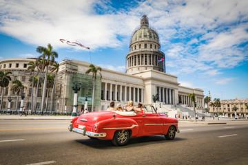 Keuken foto achterwand Havana La Habana en auto por el Capitolio